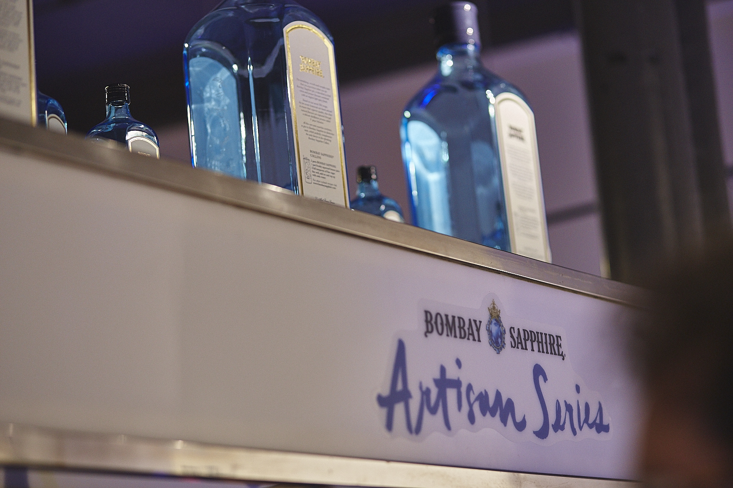Cocktails et arts à l'honneur au party-vernissage Bombay Sapphire Artisan Series
