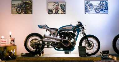 Roll the Bones: un art show qui allie moto custom et old school